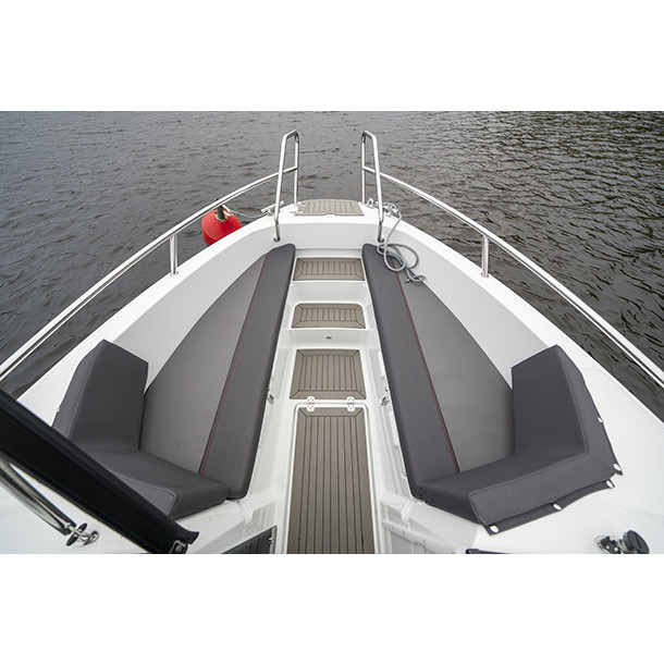 Bow rider AMT 210 BR 6